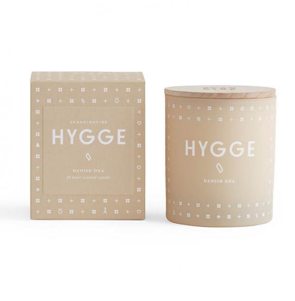 Свеча ароматическая Skandinavisk Hygge с крышкой 190g