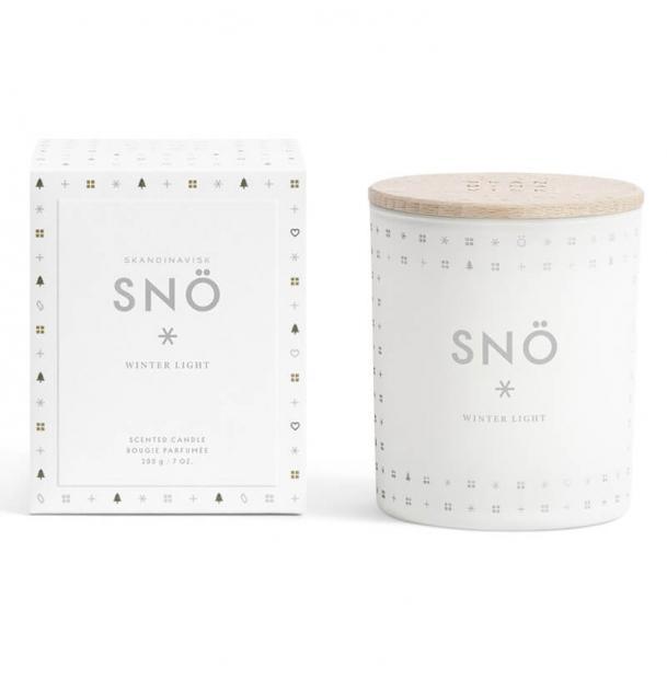 Свеча ароматическая Skandinavisk SNÖ с крышкой 200g
